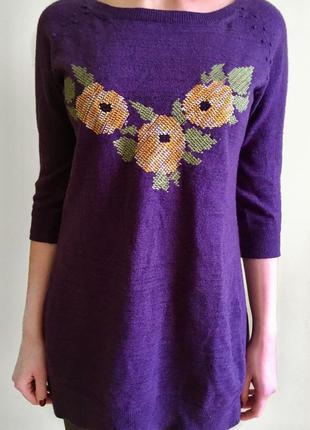 Туника свитер фиолетового цвета с вышивкой спереди и кружевом сзади