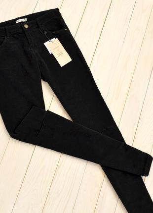 Новые вельветовые чёрный джинсы брюки вини с разрезами на коленях bershka