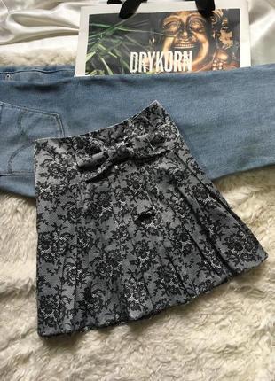 Черно-серая плиссированная юбка с бантом для девочки 10-11 лет redherring