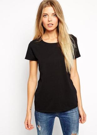 Чорная футболка