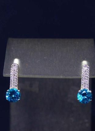 Серебряные серьги 925 пробы. бриллиантовая модель. новые с биркой.