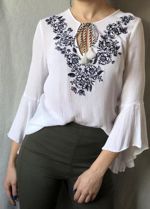 Шикарнейшая белая блуза вышиванка с рукавами клёш