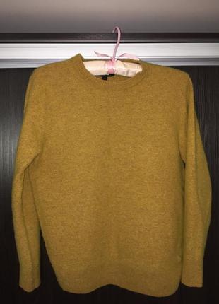 80% шерстяной фирменный горчичный свитер