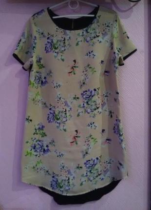 Симпатичное платье футляр в цветочний принт