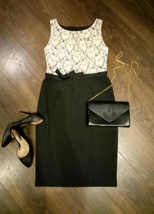 Черное элегантное платье-футляр с пояском