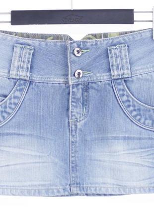 Голубая короткая юбка с салатовой нитью trf