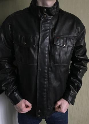 Очень плотная и тёплая курточка levi's