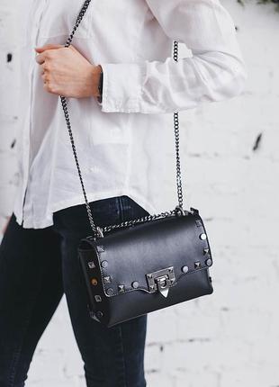 Черная кожаная сумка клатч с заклепками, на цепочке. италия