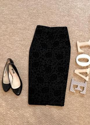 Чёрная юбка по фигуре с бархатными цветами george