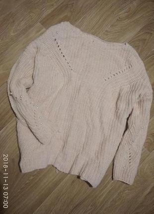 Персиковый свитер с бусинами и шнуровкой на спине