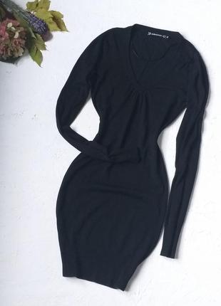 Красивое трикотажное платье с v - образным вырезом и длинным рукавом от zebra basic