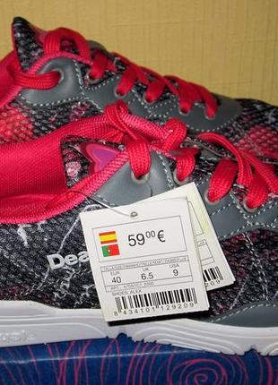 Продам летние,дышащие кроссовки испанского бренда desigual ,раз 40 по стельке 26см
