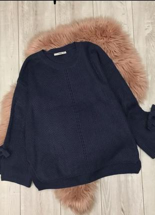 Модный мягкий свитерок с актуальными рукавами и завязками от george