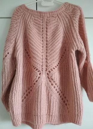 Нежно-розовый свитер кофта