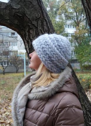 Обьемная мохеровая шапка ручной работы