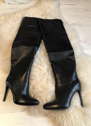 Чёрные ботфорты