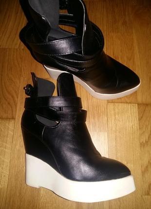Стильные кожаные ботинки на платформе