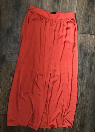 Красная юбка в пол с карманами атлас