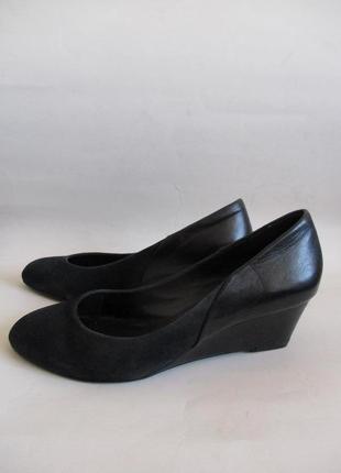 Туфли из натуральной замши и натуральной кожи на танкетке minelli