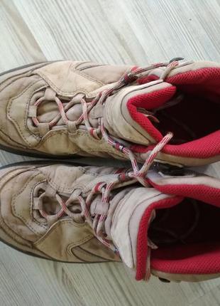 Походные треккинговые демисезонные ботинки quechua