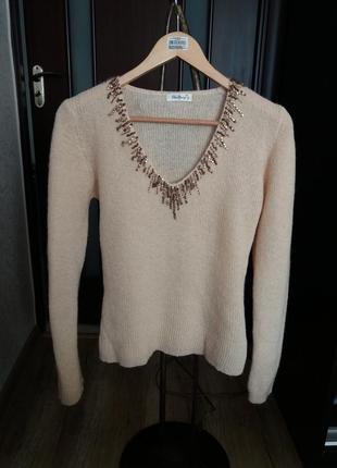 Теплый шерстяной свитер джемпер с декором