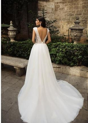 Розкішна весільна сукня колекції 2018 року