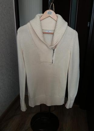 Теплый шерстяной свитер с горлом