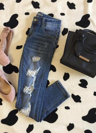 Крутые рванные джинсы с кружевом!