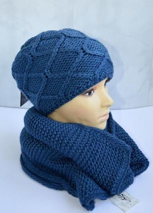 Зимний комплект шапка на флисе и снуд цвета джинс вязаные