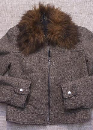 Куртка с искусственным мехом на воротнике