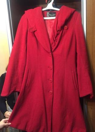 """Яркое красное пальто с капюшоном в стиле """"красной шапочки"""""""