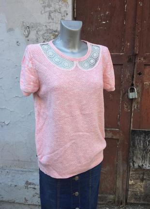 Свитер розовый воротник ажурный белый футболка