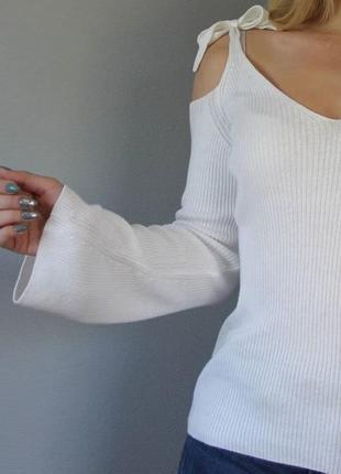 Топ  в рубчик на завязках с открытыми плечами