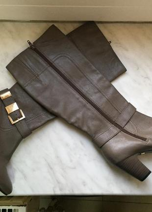 Кожаные высокие сапоги на небольшом каблуке