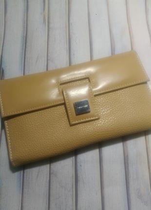 Вместительный,бежевый кошелек/конверт/ paquetage