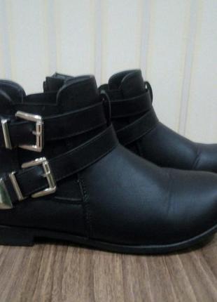 Крутые фирменные демисезонные ботинки очень дёшево