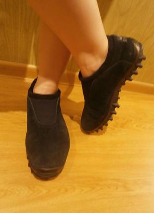 Крутые кроссовки с мощной подошвой/26см/нат.замш
