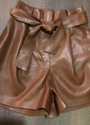 Крутые кожаные шорты