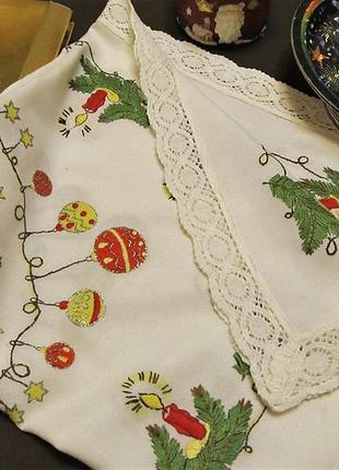 Салфетка(мини-скатерть) с новогодней тематикой 75 х 85 см ручная вышивка