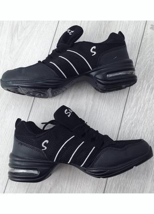 Спортивні кросівки, спортивне взуття, кроссовки для танцев.
