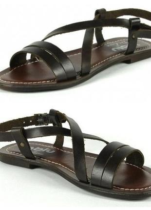 Босоножки кожаные без каблука inblu