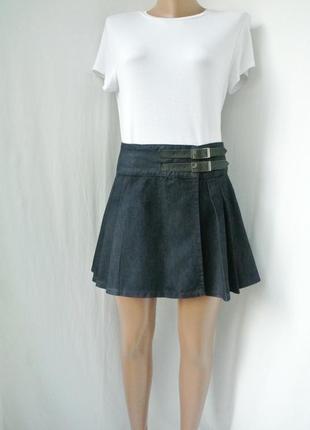 Стильная джинсовая плиссированная юбка на запах denim co. размер 10/38, m.