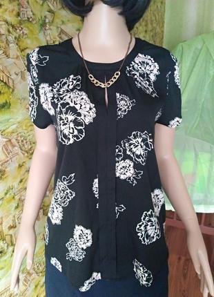 Черная блуза в цветы