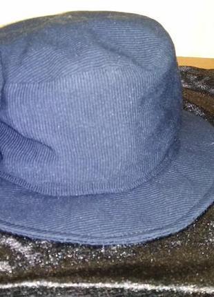 Синяя шляпа с полями
