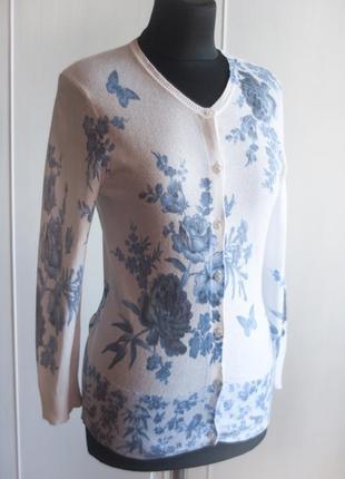 Очень красивый брендовый свитер, кофта, принт в голубые цветы и бабочки, гжель