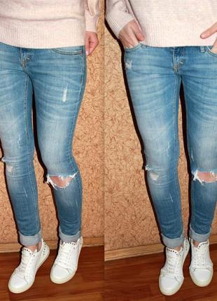 Рваные джинсы от river island