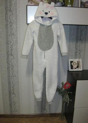 Белый мишка умка на севере с ушками кигуруми пижама