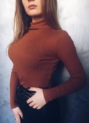 Трендовый актуальный гольфик свитер в рубчик