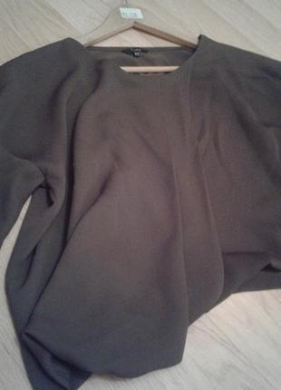 Укорочена блузка-розлітайка італійського бренду