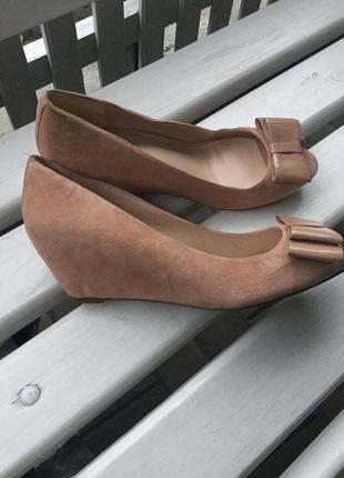 Замшевые туфли,босоножки на танкетке,41 р/26 см,замш 100%,dune